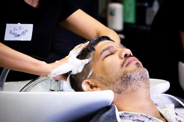 servicio de peluquería para hombres